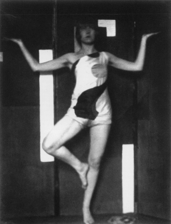 Robert de Smet - Akarova in 1923, costume and backdrop designs by Marcel- louis Baugniet, corpyright Sabam Brussels