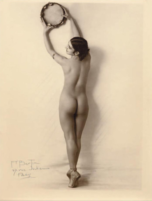 François Bertin Untitled, 1925 , gelatine silver print From EroticPhotography by Alexandre Dupuy p149 , 2011