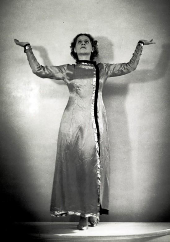 Hilde Holger-Orange, 1941-43, Bombay, by Charles Petras