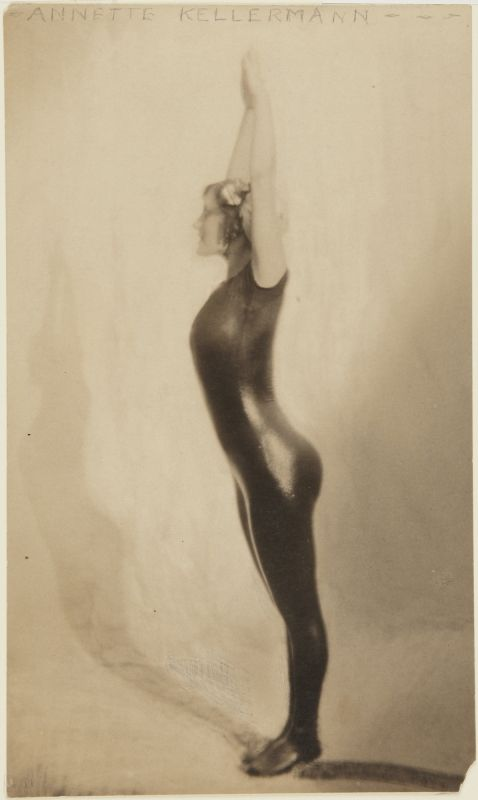 Clarence H. White- Portrait of Annette Kellermann diving, 1909, Princeton University Art Museum