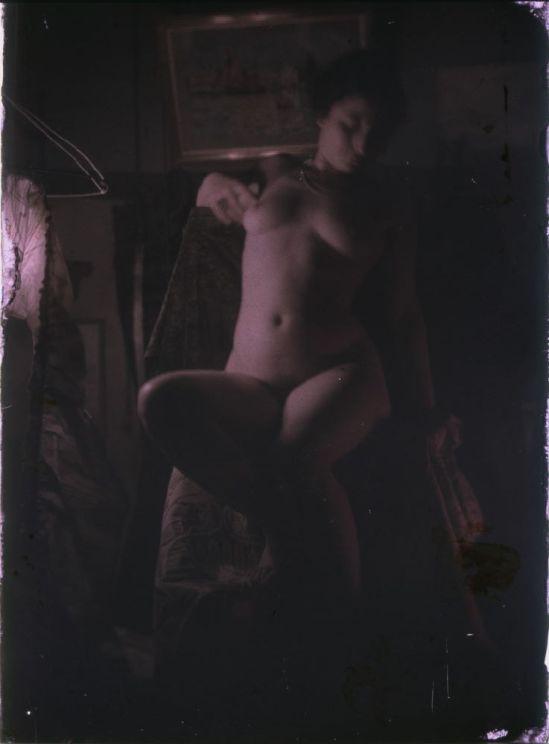 Ernest-Louis Lessieux femme posant nue dans un atelier , apres 1907© Alienor.org, Le musée de l'île d'Oléron