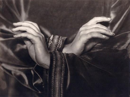 Nini & Carry Hess - Die Hände von Niddy Impekoven, (in einem ihrer Tänze zu Kompositionen von Bach).1926