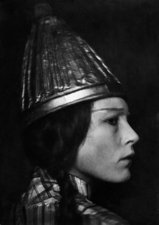 Nini & Carry Hess - Gerda -Mueller - Actress, as 'Queen Tamara' in the play with the same name by Knut Hamsun,1923