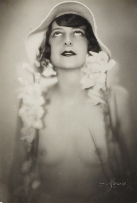 Atelier Manassé, The dancer Bea Egervári, Vienna c. 1928