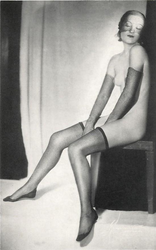 Atelier Manassé– Masked naked, 1931