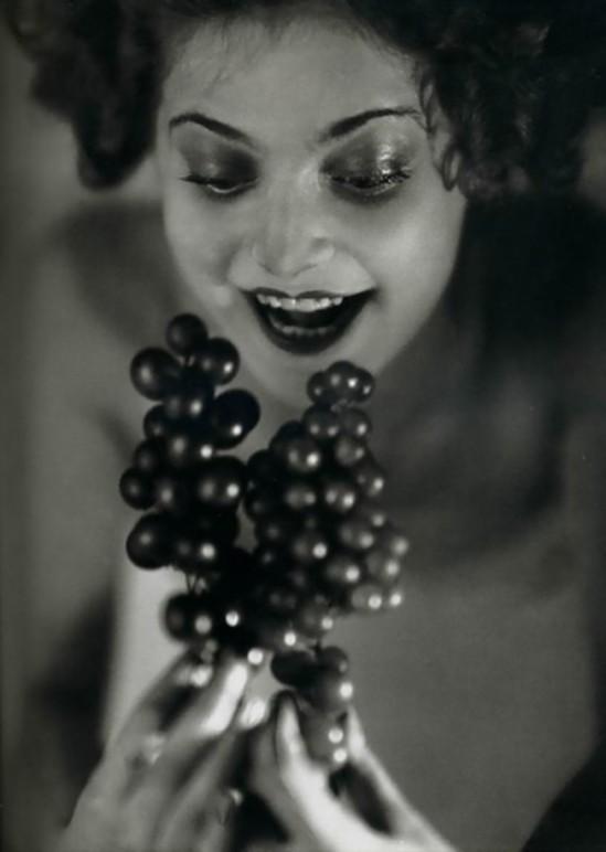 Studio Manassé –Femme à la grappe c. 1928