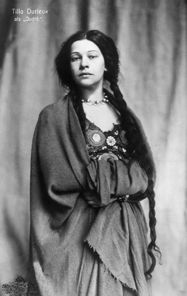 Tilla Durieux as Hebbel, Judith, 1910 postcard, Picture by arelier Becker